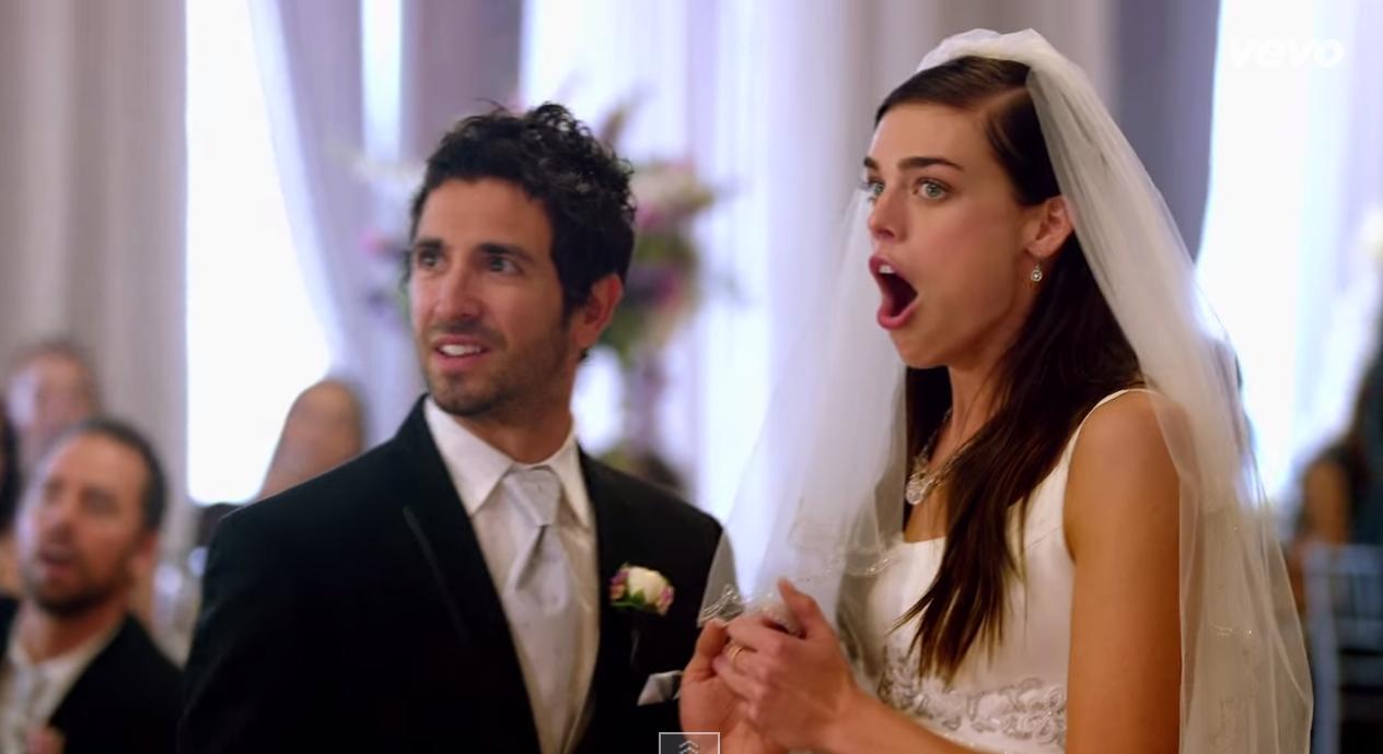 Maroon 5 aparece de surpresa em casamentos e faz alegria dos noivos 1