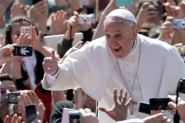 Papa Francisco convida e recebe transexual no Vaticano 4