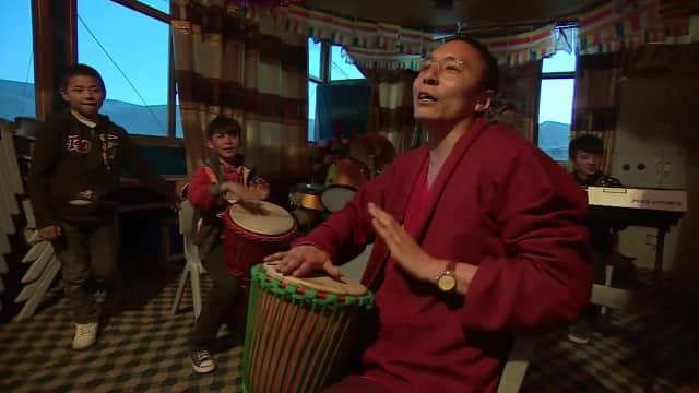 Monge tibetano adota 170 crianças que perderam família depois de terremoto 1