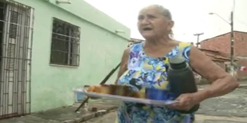 Sem cobrar nada, aposentada distribui café pelas ruas de seu bairro 1