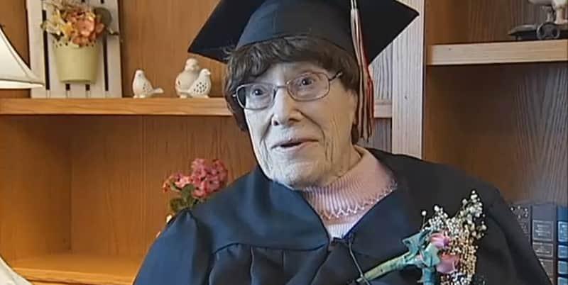 Aos 103 anos, idosa nos EUA consegue finalmente concluir o ensino médio 1
