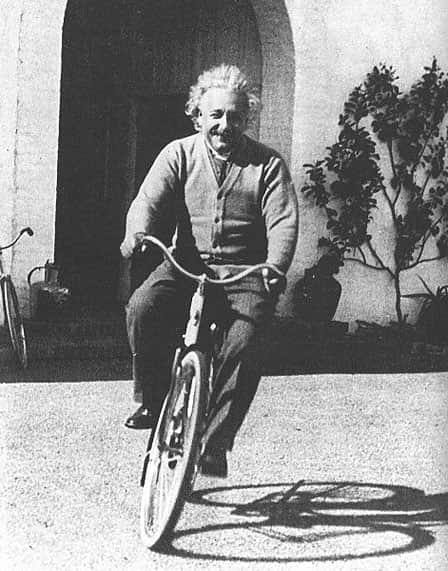 0819-einstein-riding-bicycle_sm01
