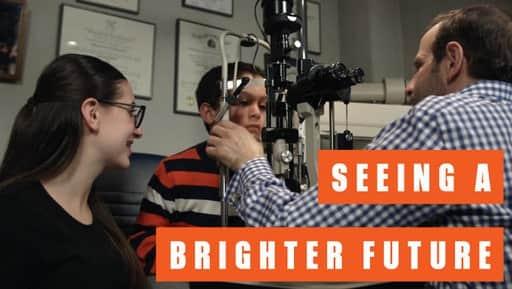 Como uma CEO de 15 anos está mudando a vida de quem precisa de cuidados com a visão