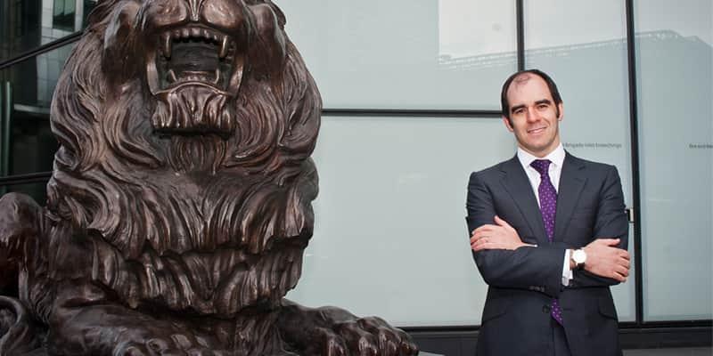 CEO do HSBC britânico afirma que ser gay foi a chave do sucesso de sua carreira 1