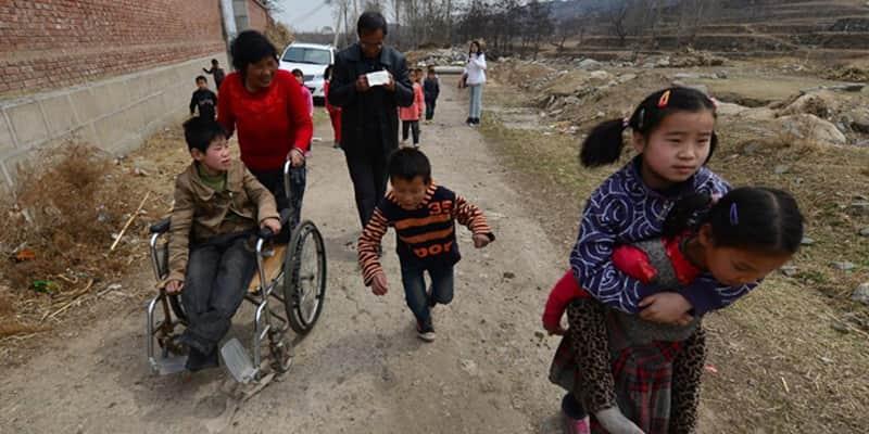 Casal cuida de 40 órfãos deficientes há 26 anos 2