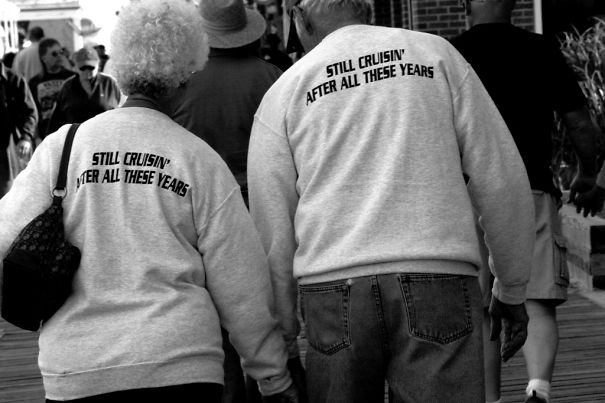 old-couples-having-fun-20__605a
