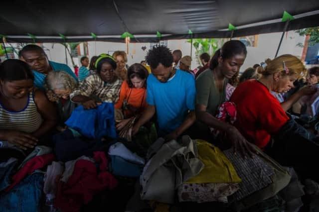 Bazar de roupas ajuda cerca de 800 pessoas entre refugiados e moradores de rua 1