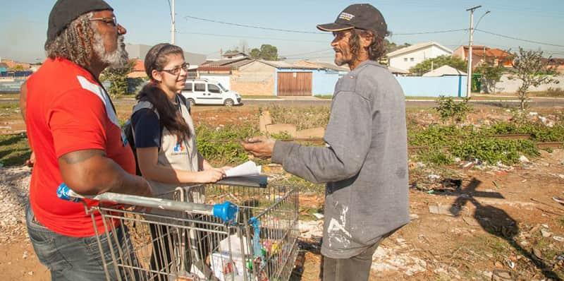 Consultório na Rua oferece atendimento médico para moradores de rua de Canoas (RS)