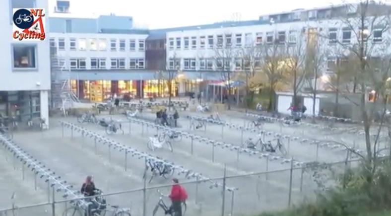 Isto é o que acontece nas escolas da Holanda entre 8 e 8:30 1