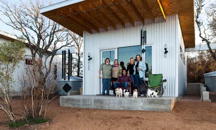 Amigos criam mini-vila sustentável para viverem juntos até a velhice 1