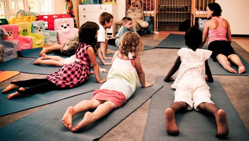 alunos-escola-sp-melhoram-notas-ioga