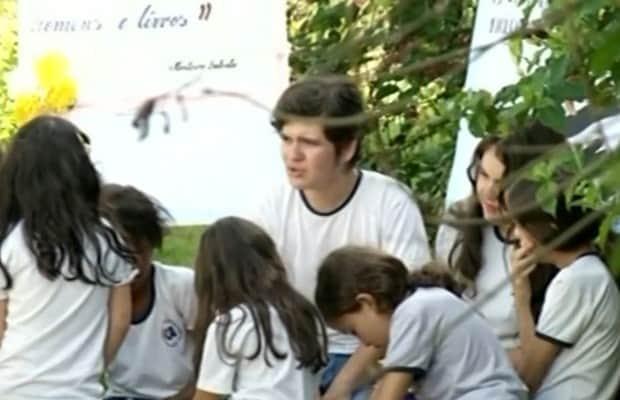 Estudante de 14 anos ensina pai, avó e vizinhos a ler em zona rural de GO 2