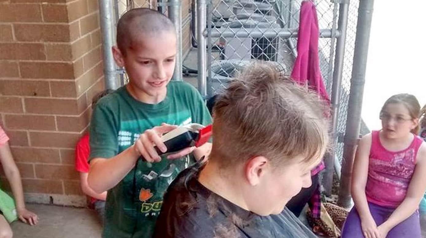 Professora pede para aluno raspar sua cabeça como forma de apoio ao menino 1