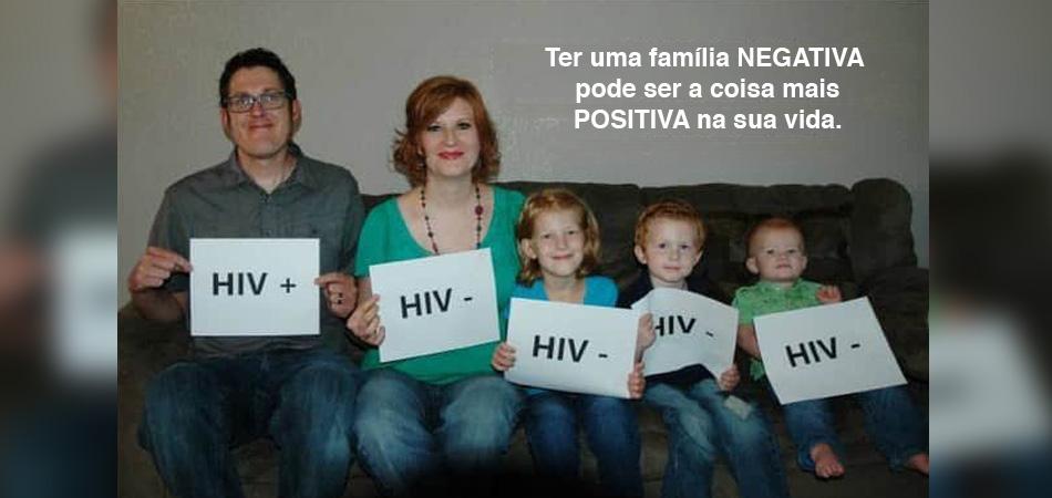 Homem HIV positivo tira foto com sua família HIV negativa para combater preconceito 4
