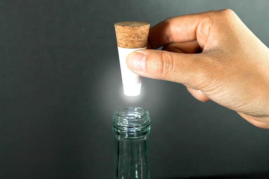 rechargeable-usb-led-bottle-light-suck-uk-7