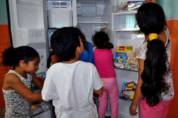 Refriteca: o refrigerador que alimenta o conhecimento 1