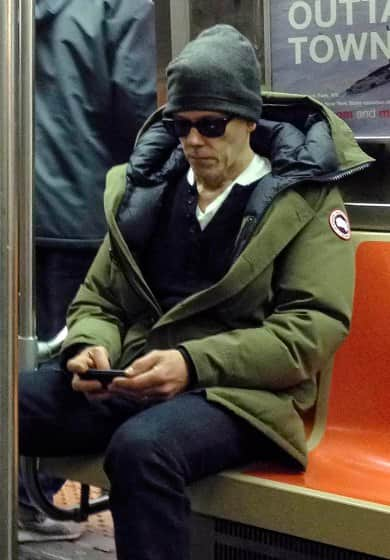 KEVIN BACON RIDING THE SUBWAY IN NYC