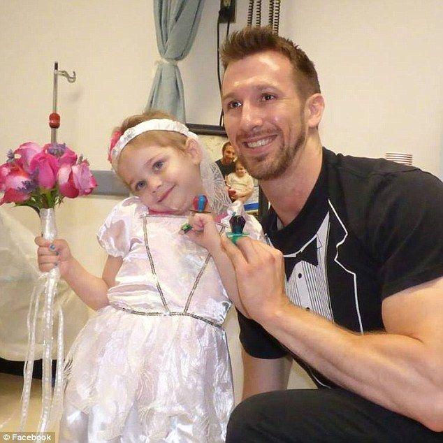Enfermeiro surpreende menina de 4 anos com leucemia e realiza sonho dela 2