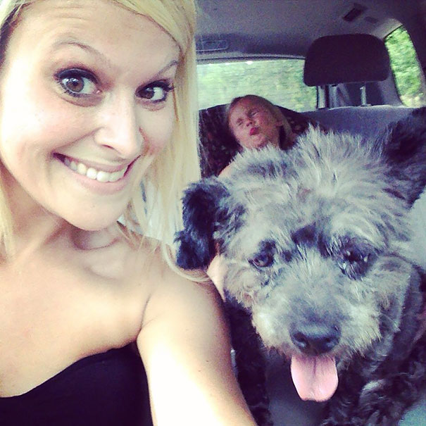 woman-adopts-abandoned-dying-dog-chester-nicole-elliott-9a