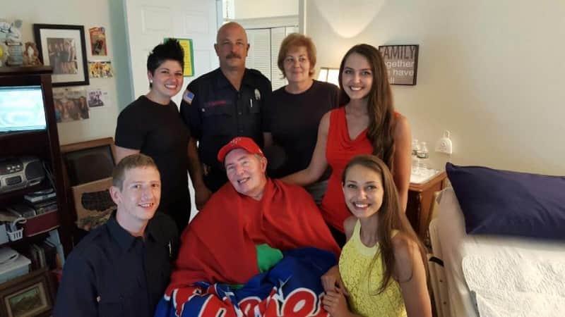 Recadinho de garçonete para bombeiros vira a história mais linda do dia 4