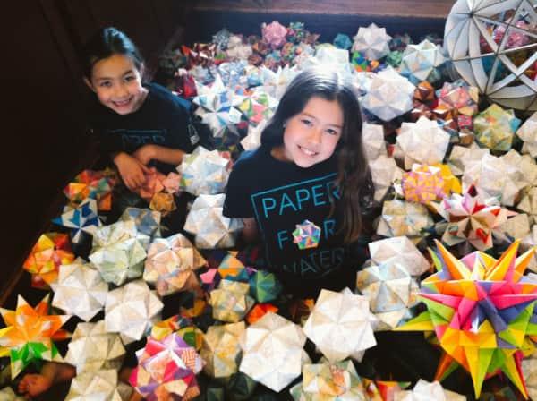 Irmãs arrecadam mais de 650 mil dólares fazendo origamis para ajudar crianças a terem água pelo mundo 1