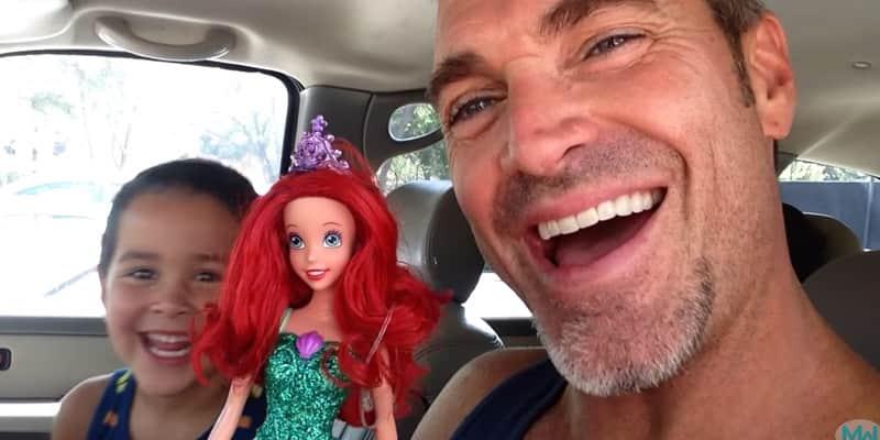 Pai tem esta reação ao saber que o filho queria uma boneca de presente 2