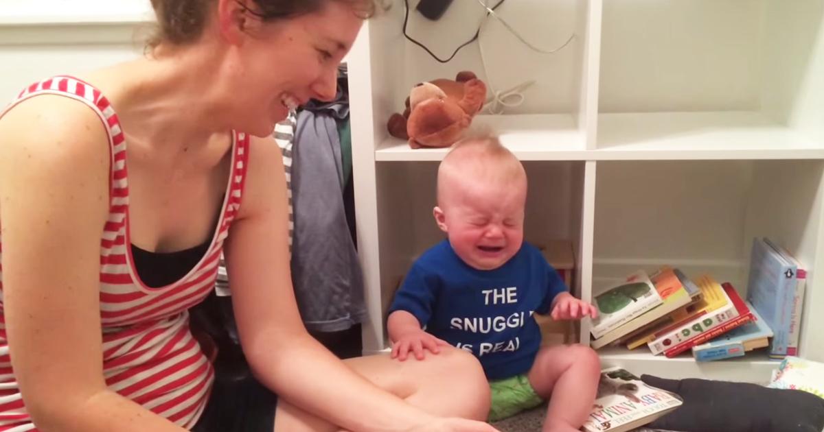Bebê apaixonado por livros chora toda vez que uma história termina 2