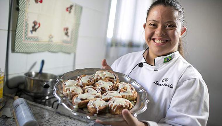 Depois de superar bullying, jovem com Down vira chef de cozinha 4