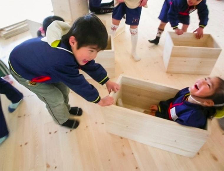 Essa pré-escola no Japão transforma tudo em brincadeira 6
