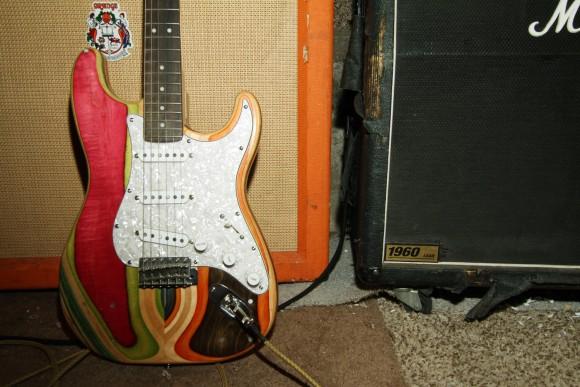 guitarras-feitas-de-Skate-10-580x387a