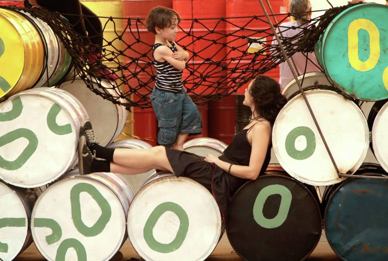 Coletivo cria playground no Rio com 200 tambores de óleo que iriam para o lixo 2