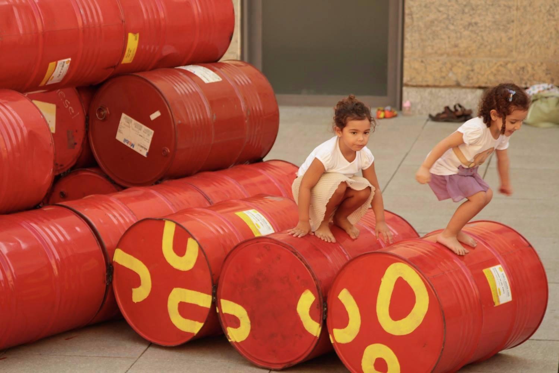 Coletivo cria playground no Rio com 200 tambores de óleo que iriam para o lixo 3