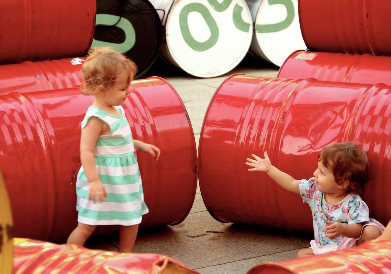 Coletivo cria playground no Rio com 200 tambores de óleo que iriam para o lixo 4