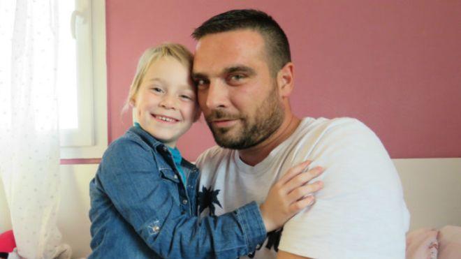Trabalhadores franceses dão suas férias para colega acompanhar tratamento da filha com câncer 3