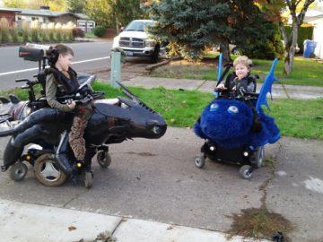 Pai constrói fantasias de Halloween incríveis para crianças de cadeira de rodas 16
