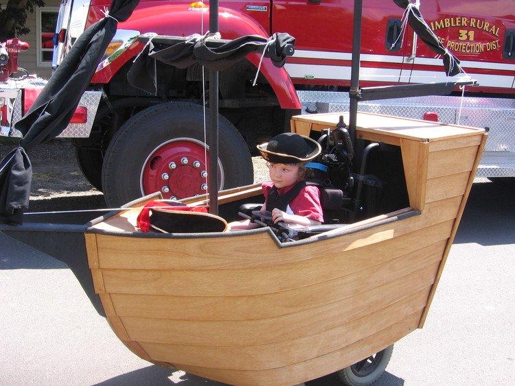 Pai constrói fantasias de Halloween incríveis para crianças de cadeira de rodas 3