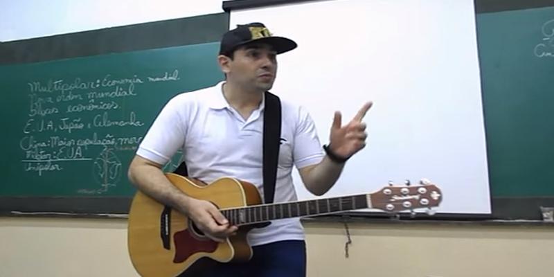 Professor dá aulas de Geografia usando músicas que estão na cabeça da galera 7