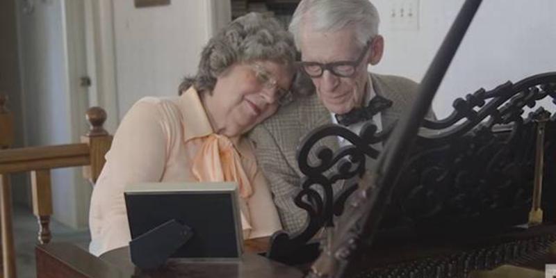"""Celebrando 60 anos, casal faz dueto emocionante com tema de """"Up - Altas Aventuras"""" 1"""