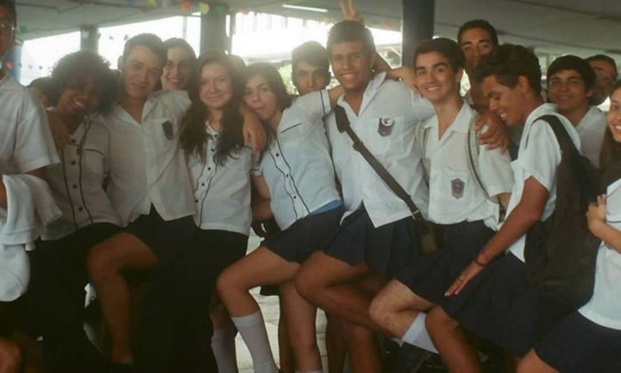 Colegas de colégio no Rio se unem para defender direitos de estudante transexual 1