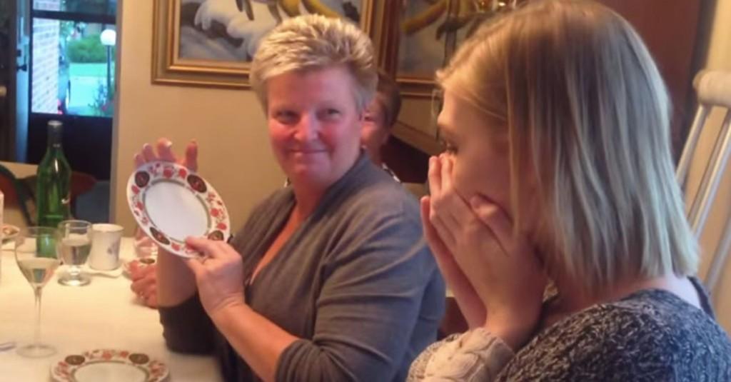 Mãe surpreende filha trans com mudança de nome em bolo de aniversário 2