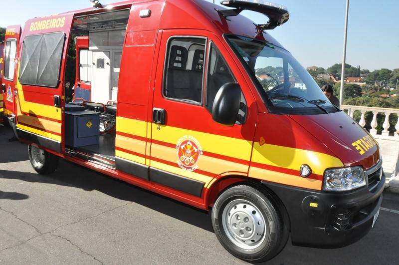 """Menina de 10 anos vira """"intérprete"""" para bombeiros conseguirem salvar seus familiares surdos em acidente 2"""