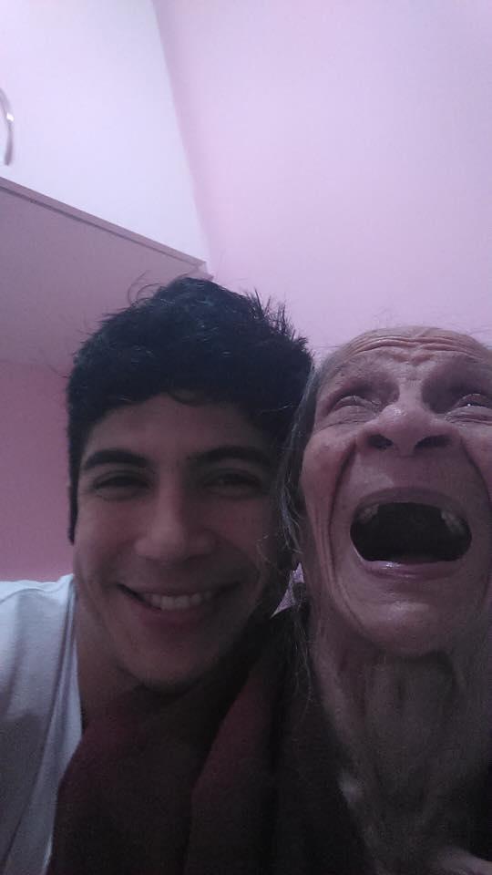 Este jovem brasileiro compartilha diálogos com a avó com esquizofrenia e Alzheimer de maneira divertida e emocionante 2
