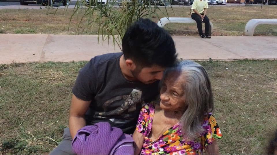 Este jovem brasileiro compartilha diálogos com a avó com esquizofrenia e Alzheimer de maneira divertida e emocionante 4