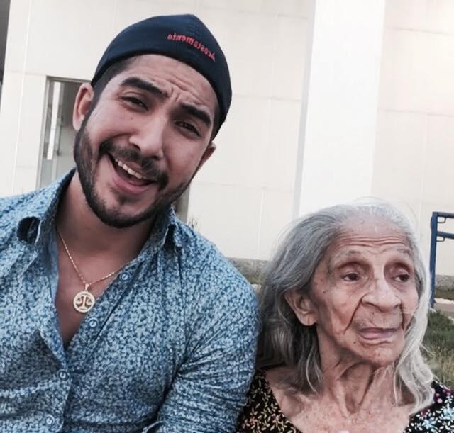 Este jovem brasileiro compartilha diálogos com a avó com esquizofrenia e Alzheimer de maneira divertida e emocionante 5