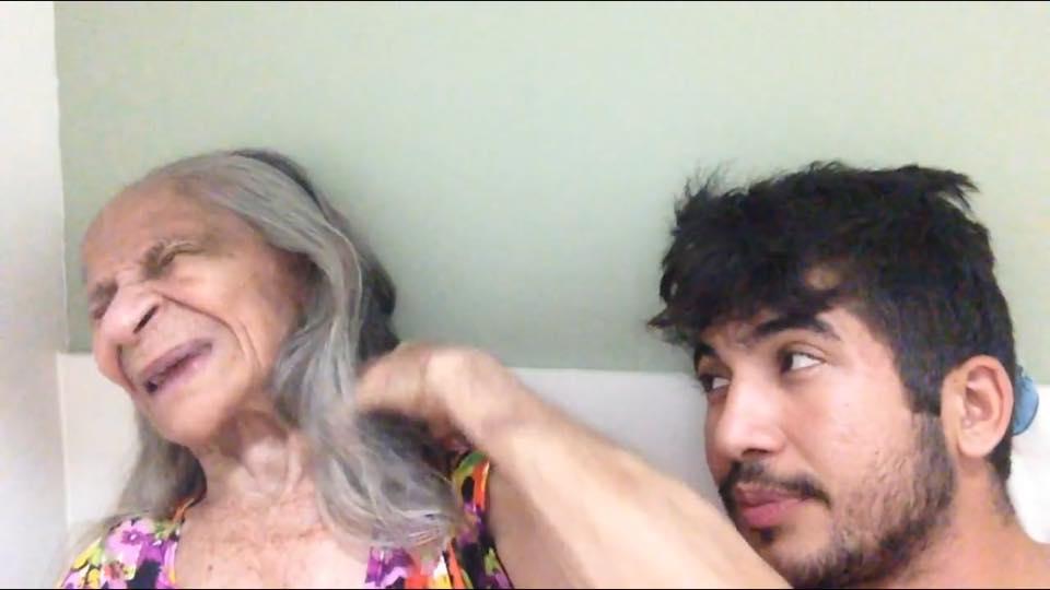 Este jovem brasileiro compartilha diálogos com a avó com esquizofrenia e Alzheimer de maneira divertida e emocionante 1