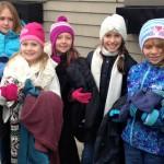 Crianças espalham casacos pelas ruas do Canadá para esquentar inverno de moradores de rua 7