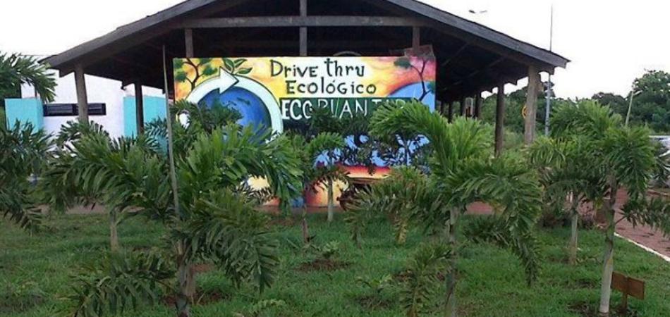 Drive-Thru troca resíduos recicláveis por recompensas em Campo Grande 2