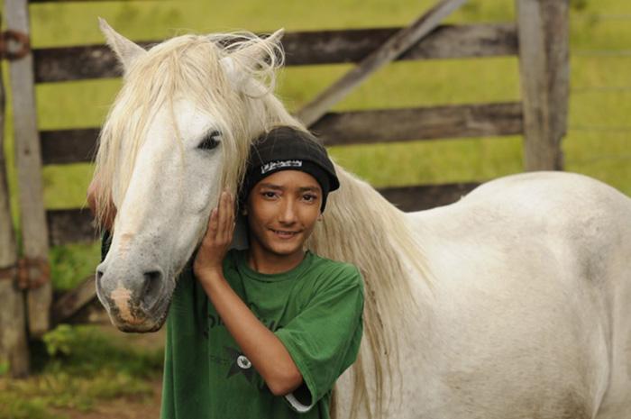 boy-faceon-w-horse_iml7923