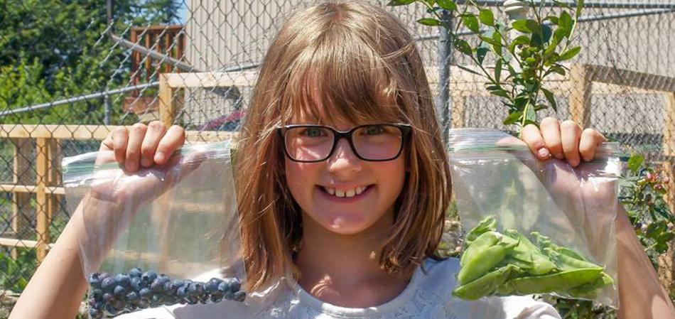 Ela cultiva horta em casa desde os 6 anos