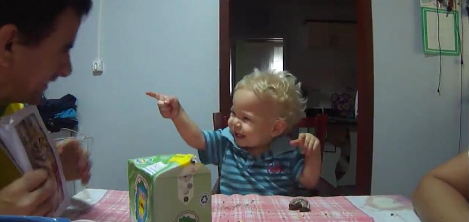 bebê aprende Libras